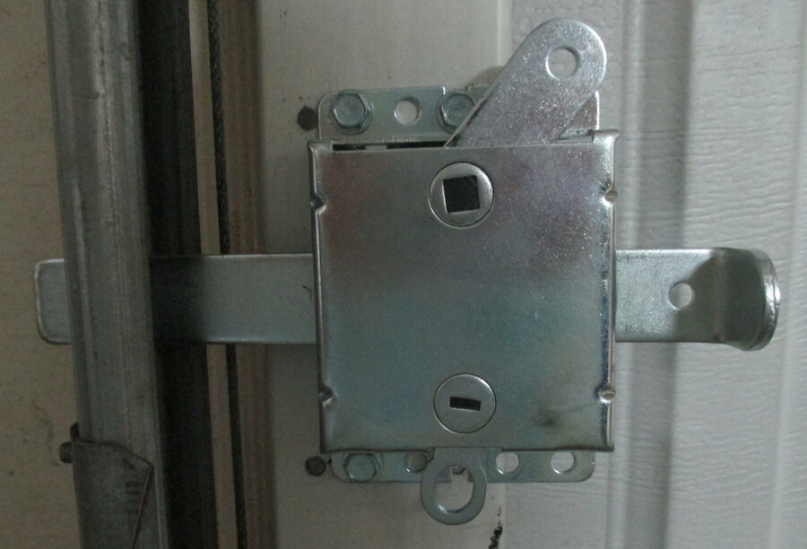 garage door lock, left side.JPG