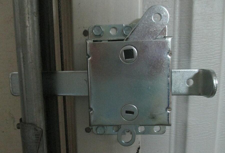 garage door lock, left side.JPG